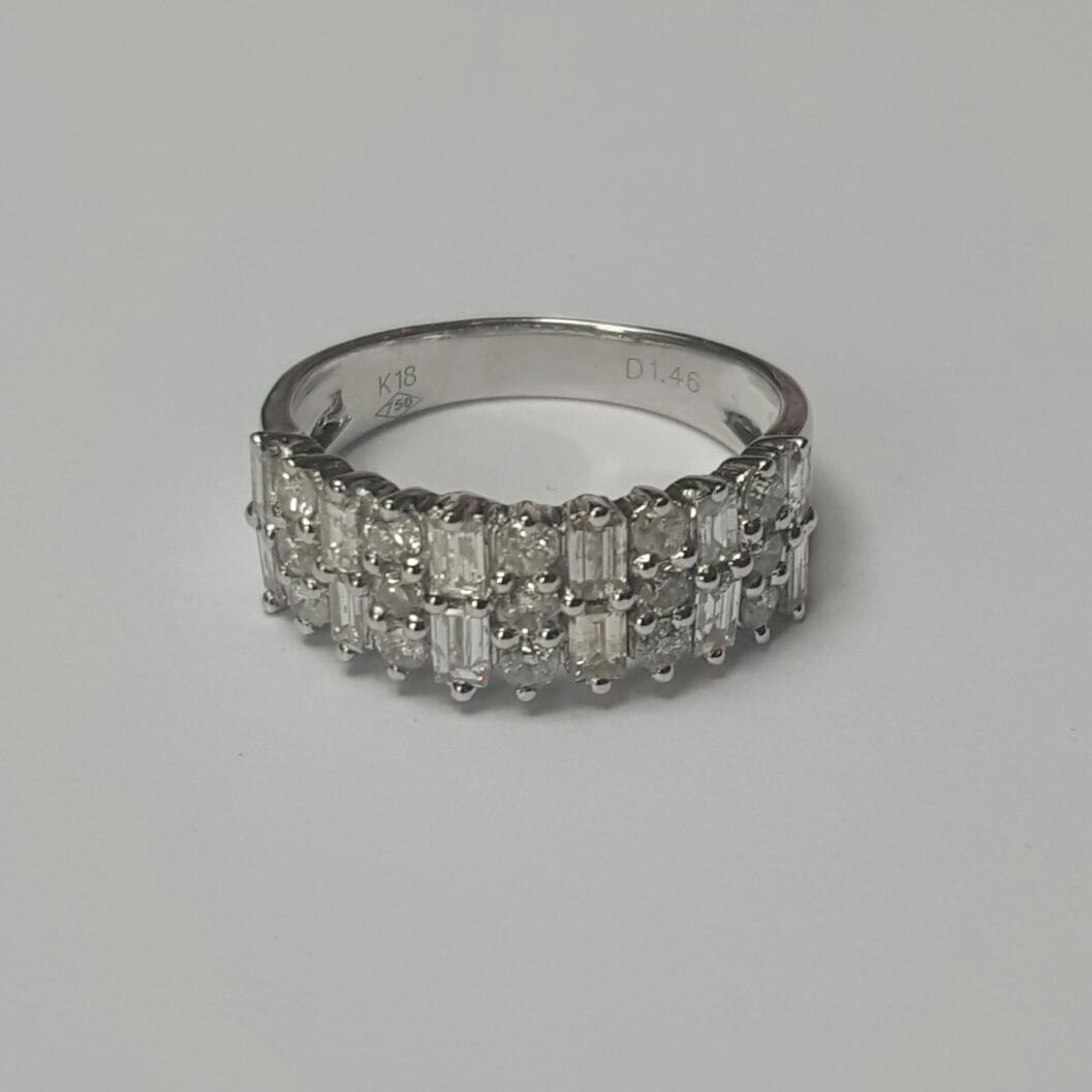 18 krt witgouden ring bezet met baguette en briljant geslepen diamanten - Goudcentrum.nl